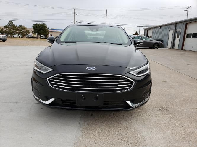 2019 Black /Black Ford Fusion SEL (3FA6P0CD0KR) with an 1.5L L4 DOHC 16V engine, 6A transmission, located at 625 South Lincoln Avenue, York, NE, 68467, (402) 362-5933, 40.859093, -97.592934 - Photo #4